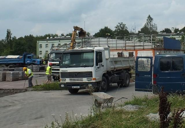 W Starachowicach będzie drugi Lidl. Prace na placu budowy już trwająPrzy ulicy Radomskiej w Starachowicach trwa rozbiórka budynku po dyskoncie Plus. Pod koniec roku będzie tu Lidl.