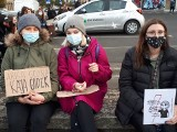 Hasła z protestów kobiet w Łodzi i w regionie: obraźliwe, gniewne, śmieszne.Co niosą na transparentach kobiety w Łodzi i regionie?