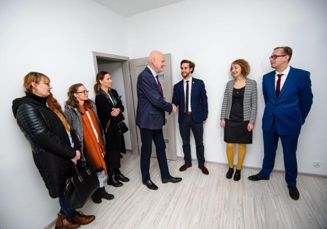 """Toruń od kilku lat realizuje program """"Mieszkanie dla absolwenta"""" dla najlepszych absolwentów toruńskich uczelni"""