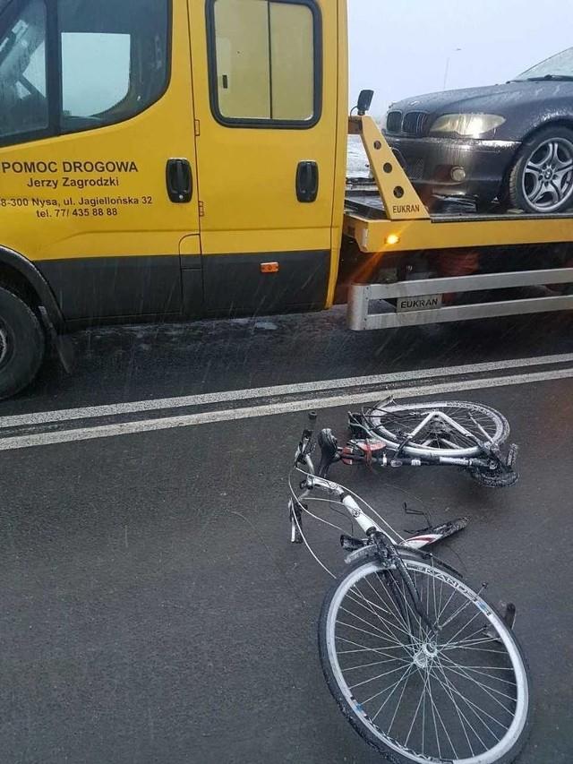 10 stycznia 72-latek prowadzący rower wszedł pod koła bmw.