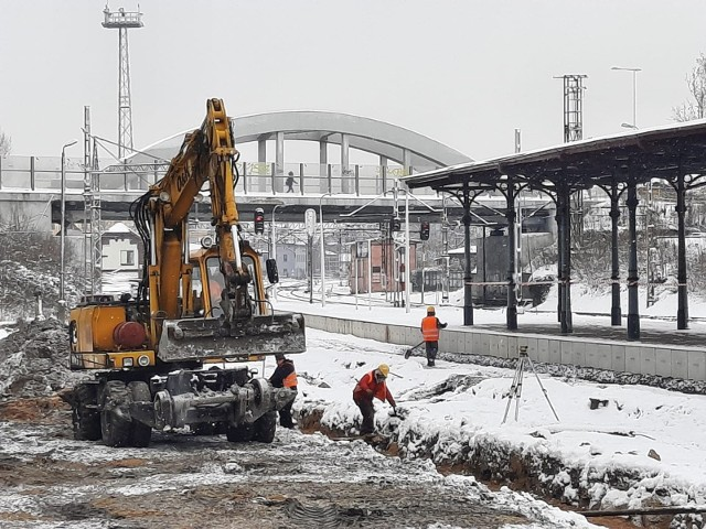 Ruszyła budowa nowego peronu na opolskim dworcu.