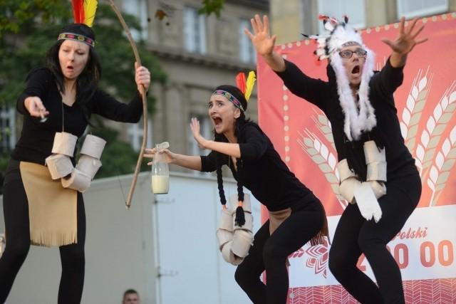 Serce Polski: Spektakl na pl. Wolności z okazji 50-lecia Teatru Ósmego Dnia