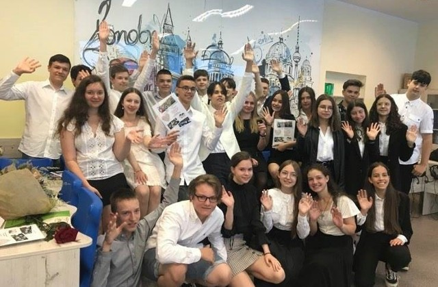 Oto klasa VIII e ze Szkoły Podstawowej nr 18 w Zielonej Górze - zdobywcy pierwszego miejsca w regionie (województwa: lubuskie i zachodniopomorskie) wśród klas ósmych w konkursie Matematyka bez granic. Na najwyższym podium stanęli razem z klasą VIII c także z SP-18 w Zielonej Górze. Obie klasy zajęły siódme miejsce w Polsce