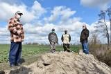 W Hucie dobrze się żyje dzikiej zwierzynie, rolnikom gorzej. Bo niedrożny rów wciąż jest niczyj!