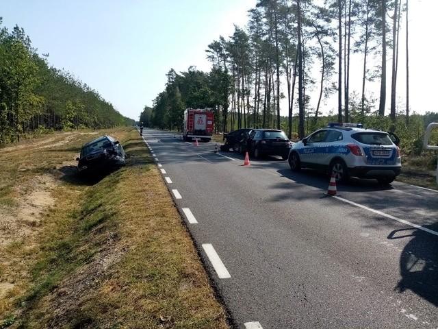 Wyszków. Na DK 62 w miejscowości Kamieńczyk zderzyły się trzy samochody osobowe