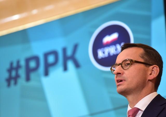 - Przyjęliśmy kolejny program prospołeczny, który przyczyni się do bezpieczeństwa finansowego polskich rodzin - mówił premier podczas konferencji po posiedzeniu rządu.