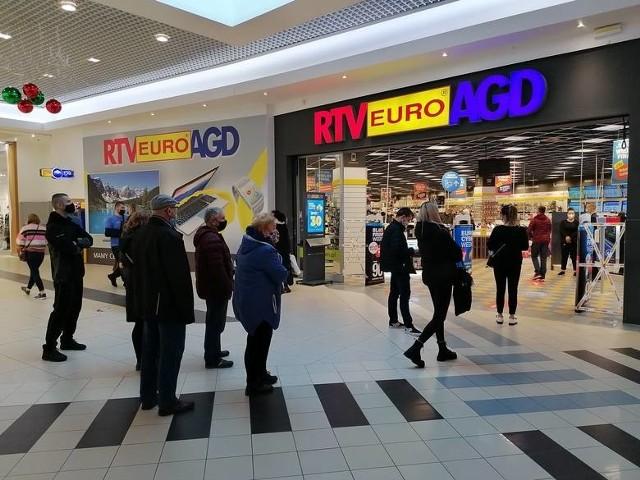 28 listopada otwarto ponownie galerie handlowe. Klienci ruszyli na zakupy, jak np. w Galerii Pomorskiej w Bydgoszczy