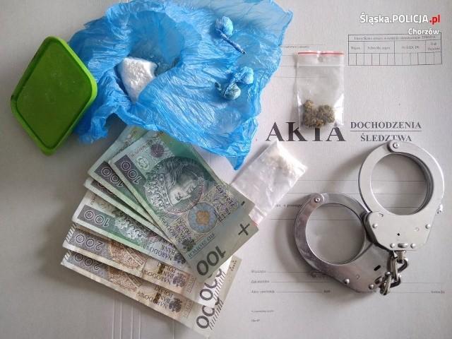25-latek ukrywał narkotyki w piecu kaflowym.
