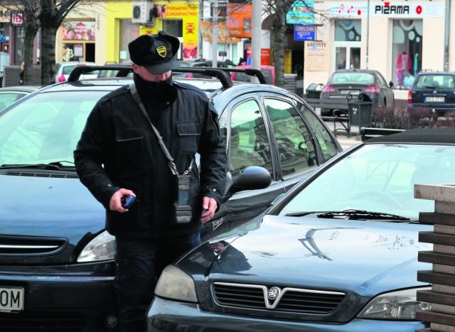 Służby parkingowe w alei NMP wystawiają mandaty za brak biletów, a prokuratura sprawdza, czy jest to zgodne z prawem