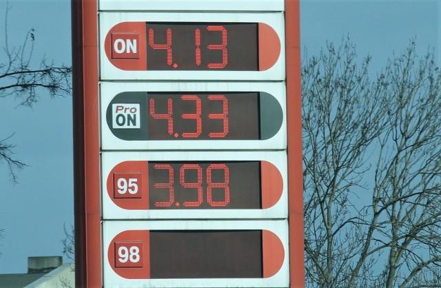 Bezołowiową 95 kupimy w Inowrocławiu już za 3,98 zł za litr