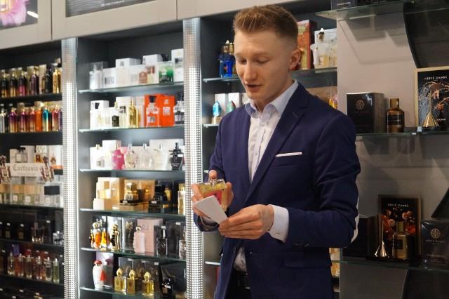 Marcin Budzyk-Wermiński odwiedził Ostrołękę. Znany bloger związany z branżą perfumeryjną opowiedział o sztuce tworzenia zapachów
