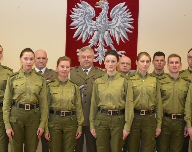 W szeregi Straży Granicznej wstąpiło 10 nowych funkcjonariuszy, są wśród nich 4 kobiety.