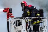 Pożar w hali produkcyjnej w Kujawsko-Pomorskiem. W akcji 17 zastępów [zdjęcia]