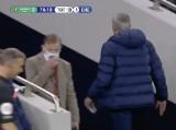 Mourinho wybiegł ze stadionu w czasie meczu. Pobiegł po piłkarza ...do łazienki