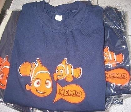 """Bluzy, spodnie i koszulki miały podrobione znaki towarowe aż 14 firm. Wśród nich tak znane, jak Adidas, Nike, Diesel, Hugo Boss czy Esprit. Wśród dziecięcej odzieży najwięcej było koszulek z postaciami ze słynnego filmu Dosney'a """"Gdzie jest Nemo?"""""""