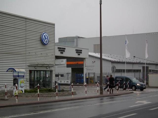 Nauczanie w klasach branżowych pod patronatem Volkswagen Poznań trwa trzy lata i kończy się egzaminem zawodowym wg. procedur Centralnej Komisji Egzaminacyjnej. Dla chętnych przygotowano również możliwość zdawania dodatkowego egzaminu przed Polsko-Niemiecką Izbą Przemysłowo-Handlową AHK, który uprawnia do wykonywania zawodu na terenie Unii Europejskiej. Klasy patronackie oferują też podnoszenie kwalifikacji językowych dzięki nauce języka niemieckiego w trybie rozszerzonym oraz uczestniczenia w wymianach zagranicznych