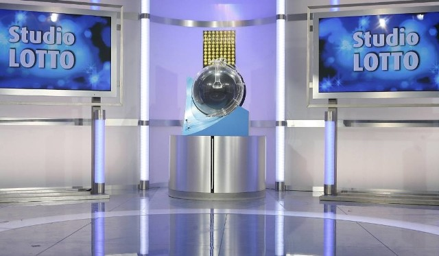 Wyniki Lotto 22.04.17. Sprawdź wyniki losowania Lotto i Lotto Plus z 18.04.17, które pojawią się na naszej stronie dziś wieczorem. Losowania Lotto i Lotto Plus w sobotę o godz. 21:40. Transmisję losowanie można oglądać na antenie TVP Info oraz w internecie na stronie www.lotto.pl. WYNIKI LOSOWANIA LOTTO, LOTTO PLUS także na GazetaWroclawska.pl NA ŻYWO 22 04 17. KUMULACJA LOTTO 22.04.2017 – 23 MLN ZŁOTYCH!