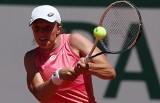 Roland Garros: Słodko-gorzka środa dla polskich tenisistów. Porażka Majchrzaka w singlu i awans Świątek w deblu