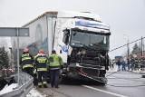 Wypadek na DK78 w Porębie. Zderzyły się dwie ciężarówki. Policjant ranny ZOBACZCIE ZDJĘCIA