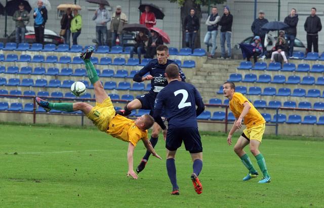 Fragment derbów regionu w III lidze. Lepszy był Chemik, który wygrał 1:0.