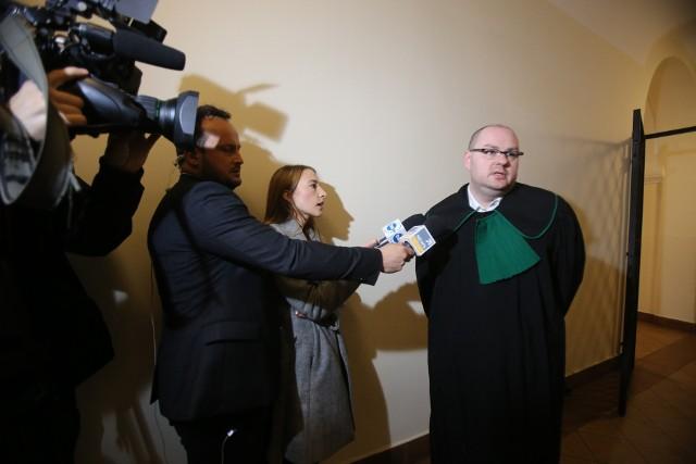 W Katowicach ruszył proces byłego policjanta z Jaworzna. Miał zgwałcić i molestować 6-latkę