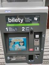 Poznań: Nowy biletomat działa już w Krzyżownikach – korzysta z energii słonecznej