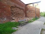 Posypał się mur obronny w Chełmnie. Droga do naprawy może być długa. Zdjęcia