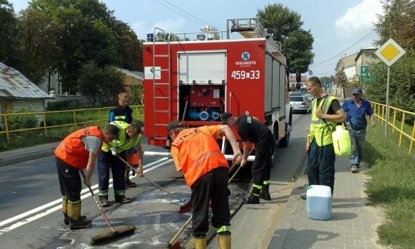 Strażacy nie chcą już usuwać z dróg plam oleju