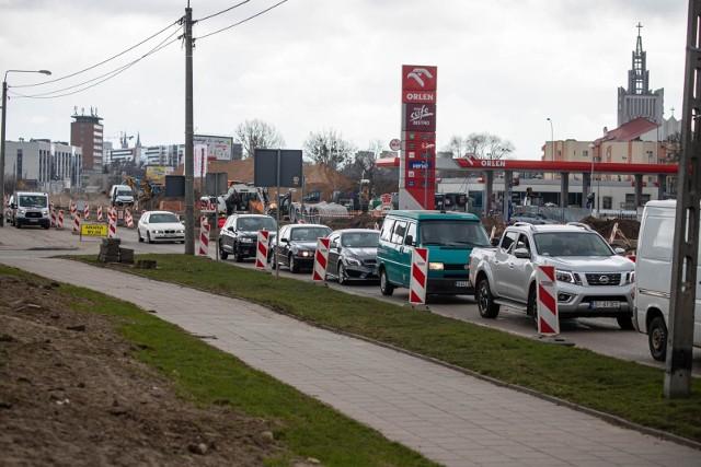Urzędnicy zapewniają, że będą czynić starania o  jak najszybsze  udostępnienie wlotu ulicy Kombatantów z Alei 1000-lecia PP.