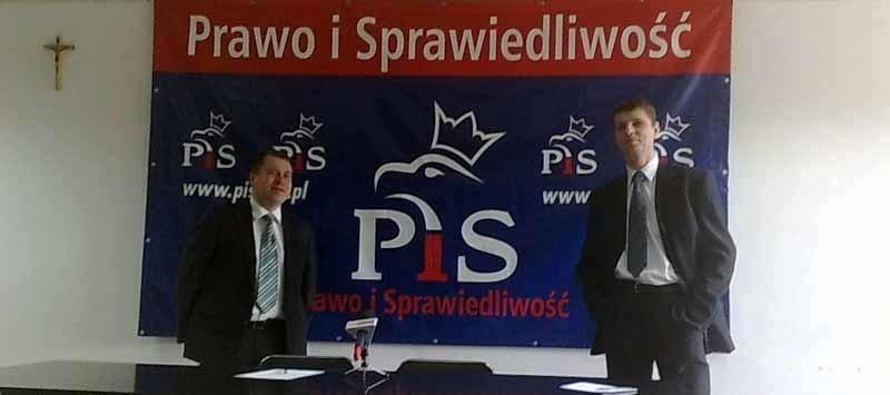 Karol Tylenda (z lewej) i Dariusz Piontkowski pytają...