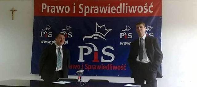 Karol Tylenda (z lewej) i Dariusz Piontkowski pytają dwuznacznie o stan zdrowia marszałka Jasionowskiego