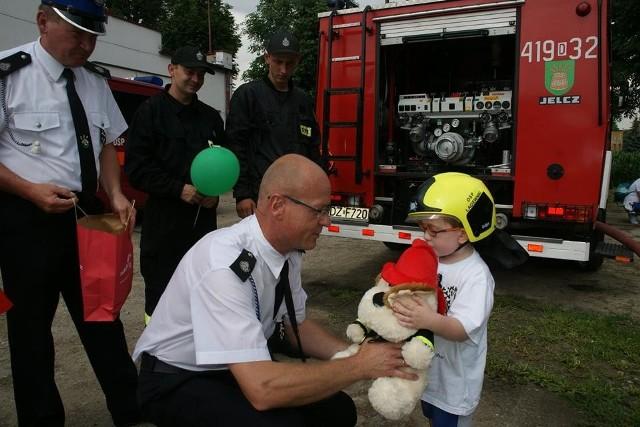 Ostatnio fundacja spełniła marzenie 5-letniego Igora ze Zgorzelca. Ciężko chory chłopiec na jeden dzień został strażakiem