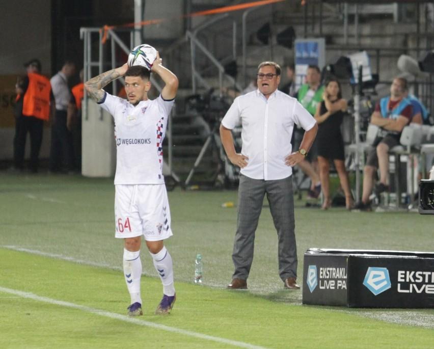 Najmłodszy trener w PKO Ekstraklasie ma 42 lat, najstarszy...