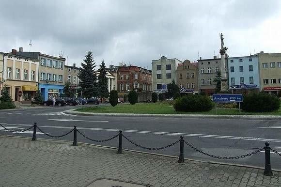 Drogowskaz do Arnsberga stał na Rynku w Oleśnie.