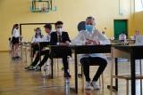 Egzamin Ósmoklasisty. Uczniowie wciąż czekają na decyzję w sprawie egzaminu w 2022 roku