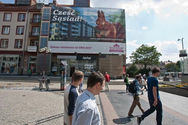 Wielkie reklamy wciąż będą szpeciły Wrocław. Przedsiębiorcy śmieją się z nowego prawa