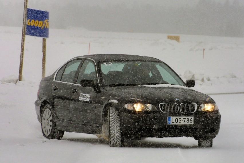 Gdy spadnie śnieg, warto poćwiczyć manewry na pustym placu
