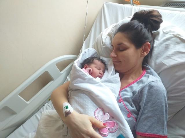 Pola, córka Sylwii Bal przyszła na świat minutę po północy  łódzkim szpitalu Salve. Sprawiła wielki prezent swojej rodzinie