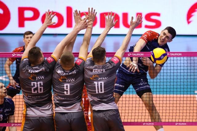 Jastrzębski Węgiel przegrał w tym sezonie wszystkie trzy mecze z ZAKSĄ - dwa w PlusLidze i jeden w finale PPZobacz kolejne zdjęcia. Przesuwaj zdjęcia w prawo - naciśnij strzałkę lub przycisk NASTĘPNE