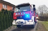 Stronie. Limanowscy strażacy gasili pożar, który zaczął się zapeleniem sadzy w kominie
