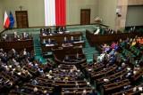 Podwyżki dla posłów przyjęte w Sejmie. Zuber: Podwyżki są zasadne ale czas jest fatalny