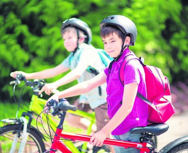 Coraz więcej dzieci dojeżdża do szkół rowerami. Zwróćmy uwagę na miejsca, w których powinny być szczególnie ostrożne