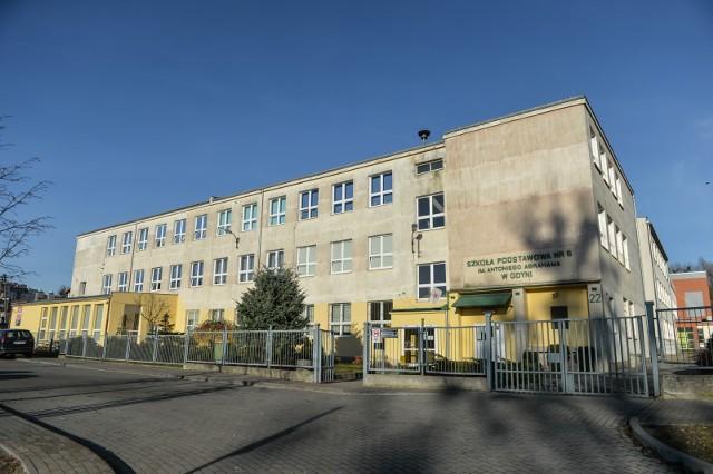 Szkoły są od ponad 2 tygodni zamknięte. Wytyczne wysłane do dyrektorów gdyńskich szkół wzbudziły zaniepokojenie wśród niektórych pedagogów