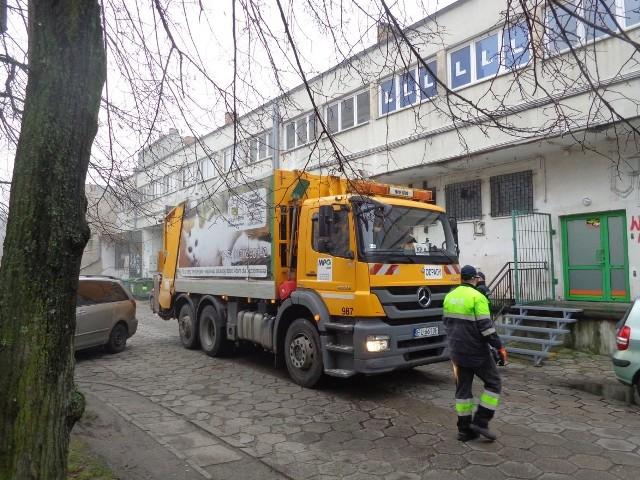 Nowa stawka za wywóz śmieci dla mieszkańców Łodzi wynosi 34 zł od osoby.
