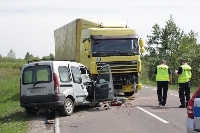 Śmiertelny wypadek w powiecie niżańskimDo wypadku doszło w piątek około godziny 12.30 na drodze krajowej numer 77 w gminie Rudnik nad Sanem. Zderzenie miało miejsce na wysokości Przędzela.
