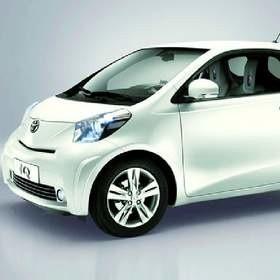 Toyota IQ jest mniejsza niż aygo i yaris - poniżej 3 metrów...