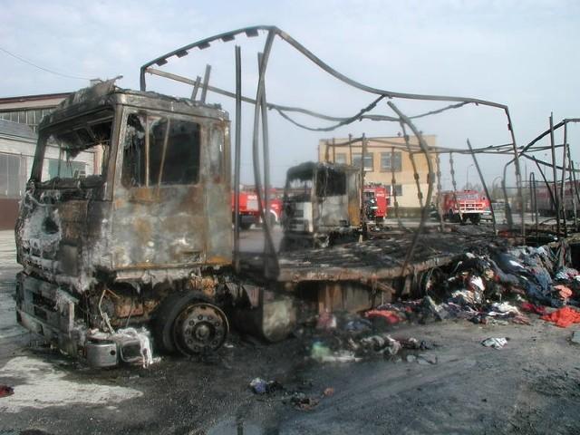 """W 2006 roku podpalono cztery tiry należące do właściciela skarżyskiego Wtórpolu - przypisano go ludziom """"Człowieka z lasu""""."""