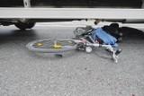 Tragiczny wypadek w Raczycach. Dziecko na rowerze wpadło pod ciężarówkę. Nie żyje 7-letnia dziewczynka