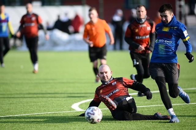 Czarni Jasło pokonali w meczu kontrolnym Ekoball Stal Sanok 2:0. Bramki na wagę zwycięstwa zdobyli Sowa i Florian.Czarni Jasło - Ekoball Stal Sanok 2:0 [RELACJA]