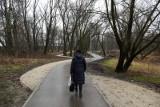 Kraków. Mieszkańcy narzekają na zabetonowaną oazę zieleni nad Wilgą [ZDJĘCIA]